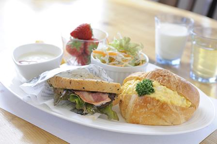 写真:朝食のオリジナルサンドウィッチ