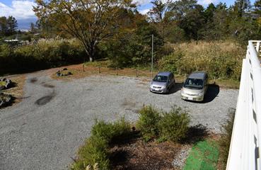写真:駐車場(8台・無料)